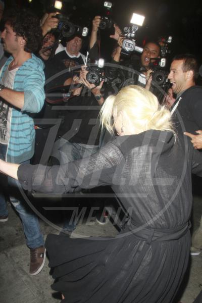 Lindsay Lohan - Los Angeles - 30-06-2011 - Star come noi: mamma che capitombolo!
