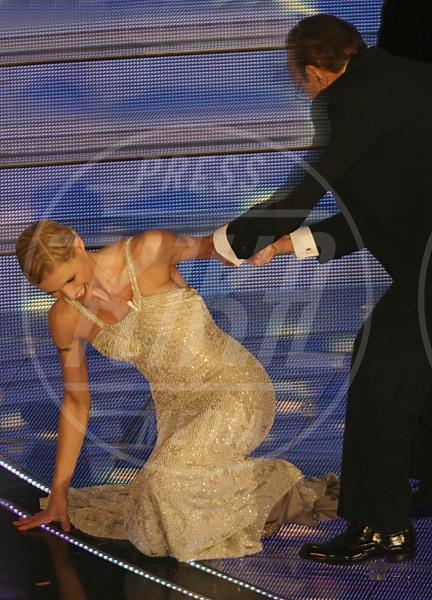 Pippo Baudo, Michelle Hunziker - Sanremo - 04-03-2007 - Attenti al gradino e non solo: i passi falsi delle star