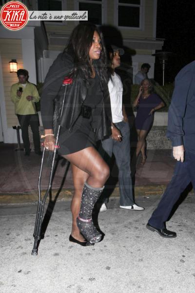 Serena Williams - Miami - 12-12-2010 - Bende, cerotti, gessi, la dura vita della star
