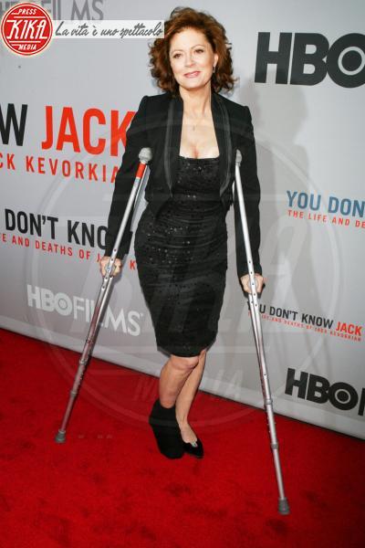 Susan Sarandon - New York - 13-04-2010 - Bende, cerotti, gessi, la dura vita della star