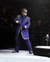 Elton John - sunrise - 09-03-2012 - Madonna batte Gaga: è lei la musicista più ricca per Forbes