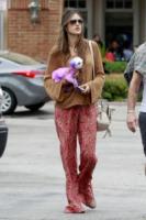 Alessandra Ambrosio - Malibu - 05-07-2012 - Star come noi, la mattina resto in pigiama!