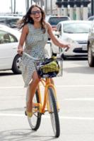 Rosario Dawson - Venice - 05-07-2012 -  Dove vai se la bicicletta, trendy, non ce l'hai?