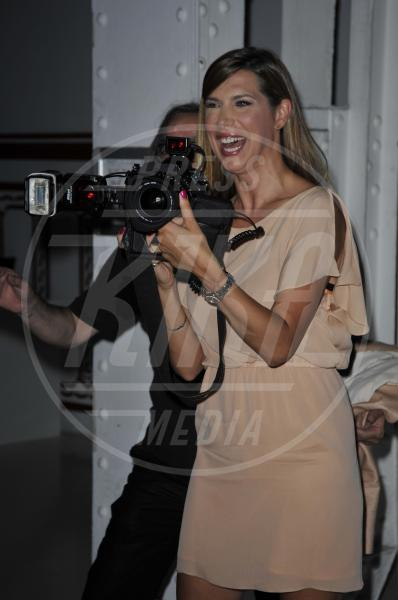Veronica Maya - Milano - 18-06-2012 - Chi di macchina fotografica ferisce…