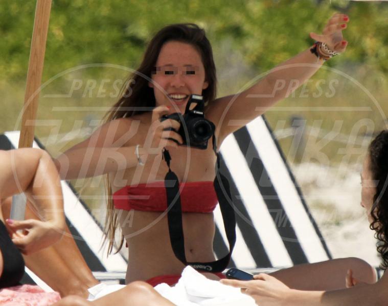 Aurora Ramazzotti - Miami - 26-04-2012 - Chi di macchina fotografica ferisce…