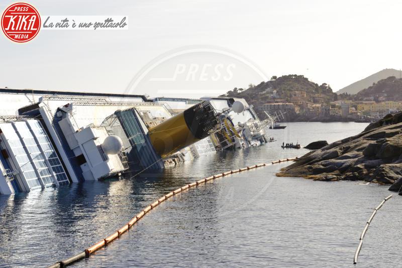 Costa Concordia - Costa Concordia, cinque anni fa la tragedia all'Isola del Giglio