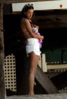 Alessandra Ambrosio - Malibu - 08-07-2012 - Bizzarrie da star: Barbra Streisand clona il suo cane
