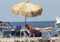 Giovanna Rei - Ischia - 11-07-2012 - Giovanna Rei fuori di seno in vacanza a Ischia