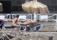 NO TITLE - 12-07-2012 - Giovanna Rei fuori di seno in vacanza a Ischia