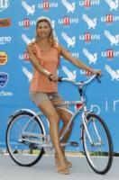 Martina Colombari - 17-07-2012 -  Dove vai se la bicicletta, trendy, non ce l'hai?