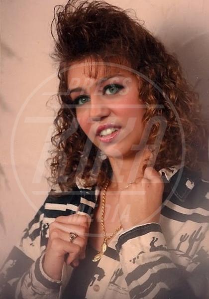 Miley Cyrus - Los Angeles - 03-07-2012 - Le star invecchiano precocemente con Planet Hiltron