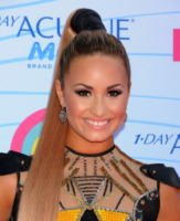 Demi Lovato - Universal City - 22-07-2012 - Demi Lovato sostiene la giornalista criticata per la sua obesità