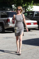 Melanie Griffith - Beverly Hills - 03-05-2011 - Rughe, macchie e cicatrici mettono le dive… in ginocchio!