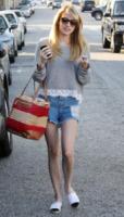 Emma Roberts - Los Angeles - 22-07-2011 - Paglia, vimini & corda: ecco le borse dell'estate!