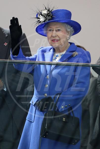 Regina Elisabetta II - Londra - 28-07-2012 - Celebrity, tanto di cappello!