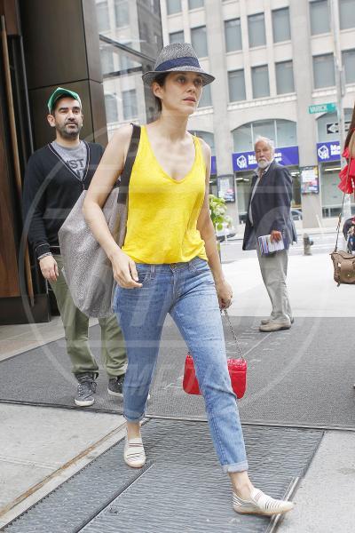 Marion Cotillard - New York - 30-05-2012 - Il tocco di giallo che non guasta mai