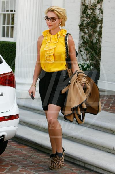Katherine Heigl - Beverly Hills - 21-10-2011 - Il tocco di giallo che non guasta mai