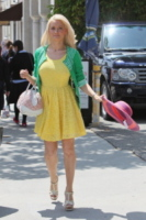 Holly Madison - 13-06-2012 - Casual addio: oggi lo street-style diventa bon ton!