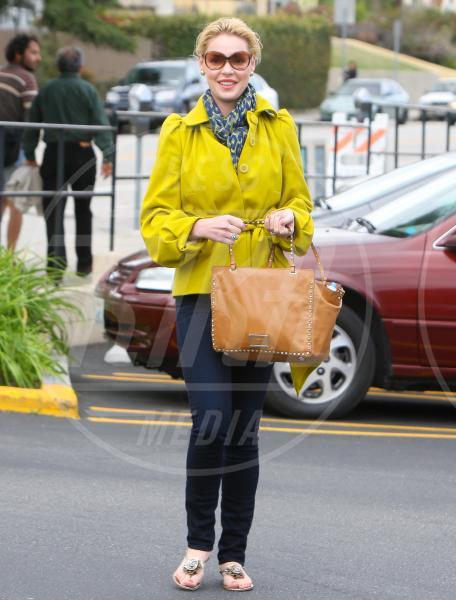 Katherine Heigl - Los Feliz - 07-03-2012 - Il tocco di giallo che non guasta mai