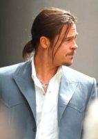 Brad Pitt - Londra - 04-08-2012 - L'uomo con i capelli lunghi? Meglio con il codino!