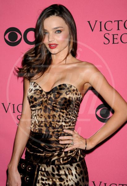 Miranda Kerr - Costa Mesa - 29-11-2011 - I felini invadono Hollywood