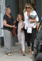 Linda Shepherd, Lila Grace Moss, Kate Moss - Londra - 10-08-2012 - Tale madre tale figlia, giovanissima: la riconosci?