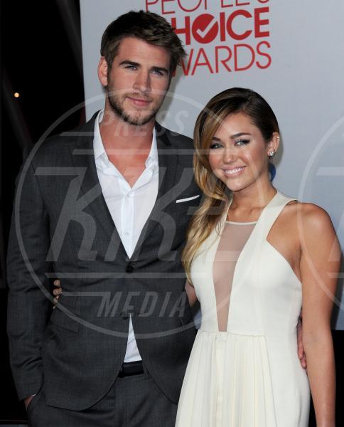 Liam Hemsworth, Miley Cyrus - Los Angeles - 12-01-2012 - La guerra dell'anello: Miley Cyrus contro Liam Hemsworth