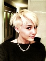 Miley Cyrus - Helfie, belfie, welfie: le nuove frontiere dell'autoscatto