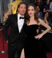 """Angelina Jolie, Brad Pitt - Hollywood - 26-02-2012 - Brad Pitt: """"Stare con la mia famiglia significa tutto per me"""""""