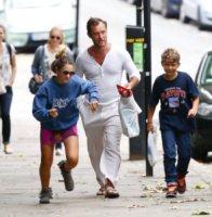 Rudy Law, Iris Law, Jude Law - Londra - 13-08-2012 - Jude Law ci ricasca: quinto figlio in arrivo…dalla ex!