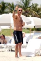 Eros Ramazzotti - Miami - 13-08-2012 - Pelosi contro depilati: una sfida impari