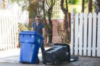 Olivier Martinez - Beverly Hills - 17-08-2012 - Star come noi: Olivier Martinez e' un perfetto uomo di casa