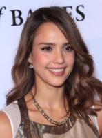 Jessica Alba - Beverly Hills - 03-12-2011 - Essere bionda o essere mora? Questo è il dilemma!