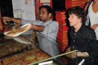 Aziz Ansari, Jesse Eisenberg - Miami - 09-07-2011 - La pizza patrimonio dell'Unesco: ma le star lo sapevano già!