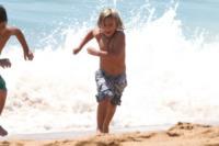 Kingston Rossdale - Newport Beach - 19-08-2012 - Star come noi: Gwen Stefani porta al mare i figli