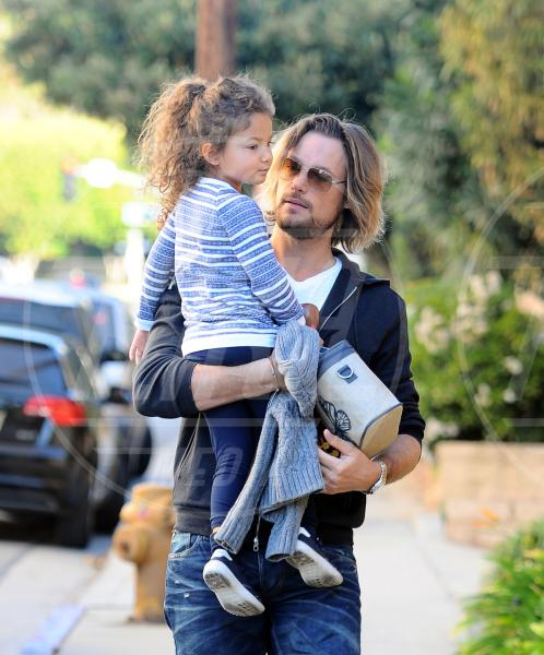 Nahla Ariela Aubry, Gabriel Aubry - Los Angeles - 09-01-2012 - Papà single:   mammi di Hollywood