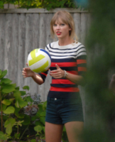Taylor Swift - 19-08-2012 - Si scrive street-style chic, si legge… Taylor Swift!