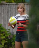 Taylor Swift - 19-08-2012 - Si scrive street-style chic, si legge… Taylor Swift!