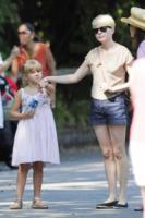 Matilda Ledger, Michelle Williams - New York - 31-08-2012 - Michelle Williams allo zoo con tutta la famiglia