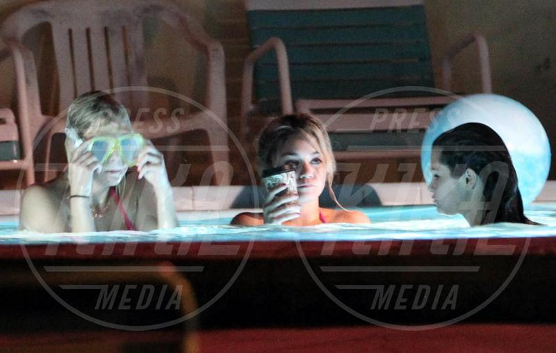 Selena Gomez, Ashley Benson, Vanessa Hudgens - Treasure Island - 15-03-2012 - 69. Festival di Venezia: grande attesa al Lido per Selena Gomez