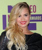 Demi Lovato - Los Angeles - 06-09-2012 - Essere bionda o essere mora? Questo è il dilemma!