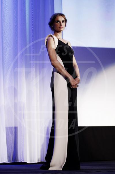 Kasia Smutniak - Venezia - 09-09-2012 - Sul red carpet, l'optical è… l'optimum!
