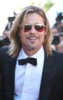 Brad Pitt - Cannes - 23-05-2012 - Brad Pitt posa come Bob Marley e James Dean per uno shooting
