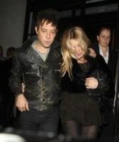 Jamie Hince, Kate Moss - Londra - 23-02-2012 - Kate Moss e Jamie Hince stanno divorziando
