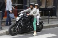 Carlos Corona, Fabrizio Corona - Milano - 23-09-2012 - Fabrizio Corona in sella sulla sua moto con il figlio Carlos. PIXEL