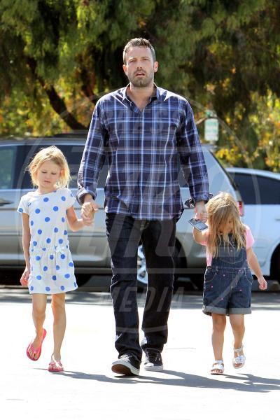 Seraphina Rose Elizabeth Affleck, Violet Anne Affleck, Ben Affleck - Los Angeles - 12-08-2012 - Anche in autunno, lo stile scozzese non passa mai di moda