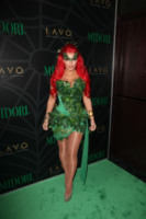 Kim Kardashian - 29-10-2011 - Ad Halloween le star si vestono così