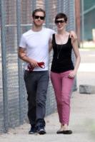 Adam Shulman, Anne Hathaway - New York - 25-08-2012 - Anne Hathaway nella commedia romantica Lizzie Gillespie