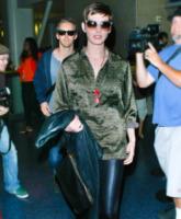 Adam Shulman, Anne Hathaway - Los Angeles - 10-09-2012 - Anne Hathaway nella commedia romantica Lizzie Gillespie