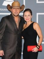 """Jessica Aldean, wife, Jason Aldean - Los Angeles - 12-02-2012 - Jason Aldean: """"In famiglia va tutto bene"""""""